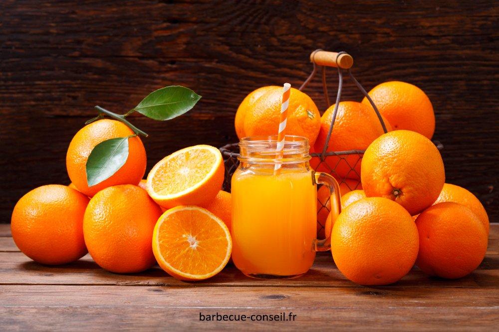 Un grand verre de jus d'orange